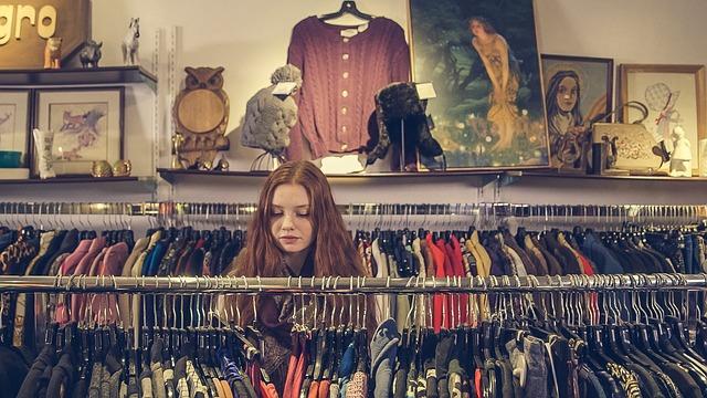 תצוגת אופנה ומכירת בגדים לחורף