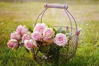 פעילות יצירה: הכנת פרחים במנקלה